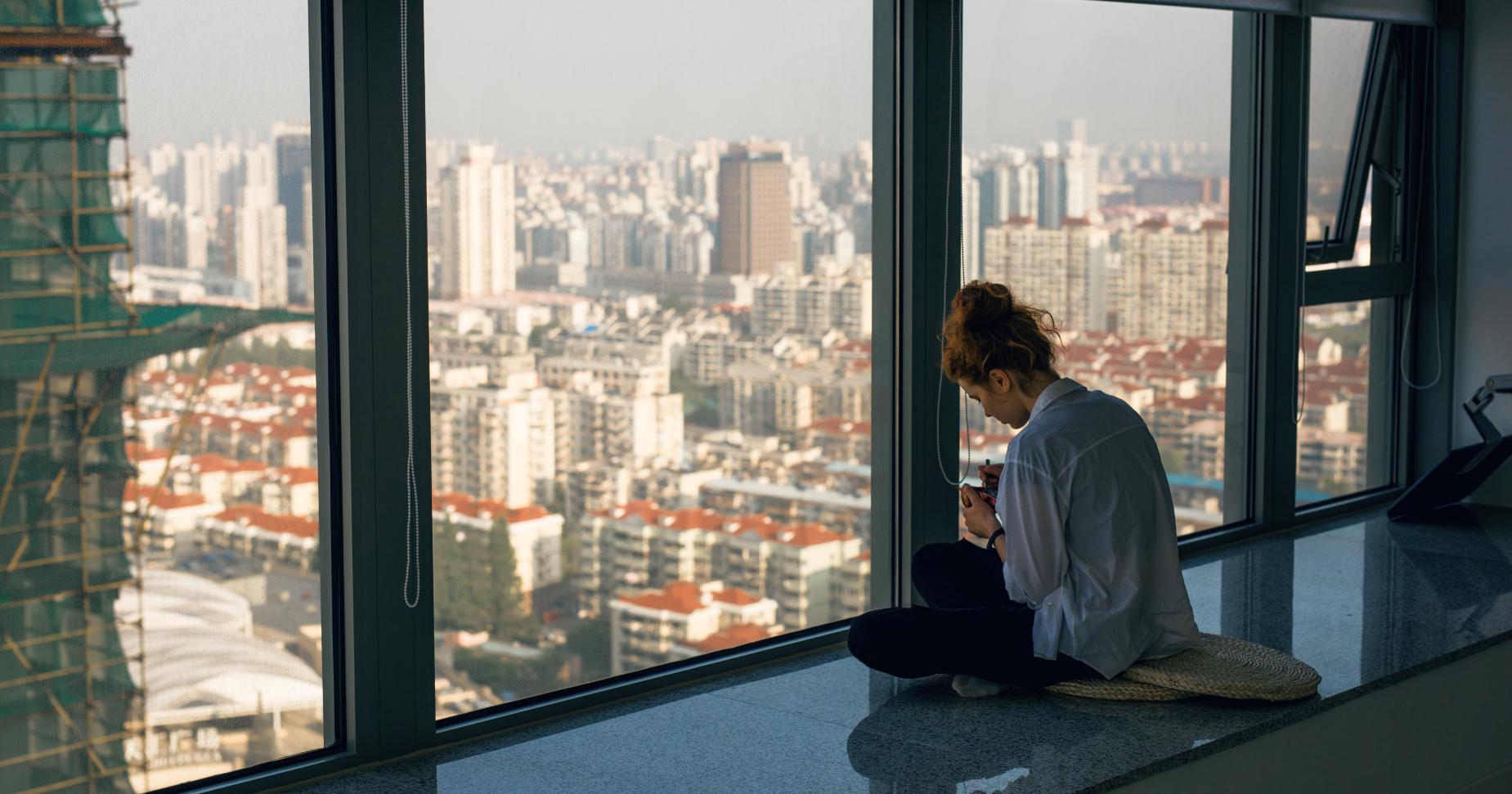 Cum traiesc izolarea sociala introvertii si extrovertii